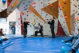 The Trio Triplet in the bouldering area of the Sportarena Adelboden